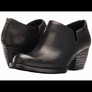BORN ANTONIA Black Leather Zip Ankle Booties